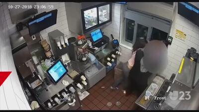 Mujer golpea a empleada porque no le dio suficiente salsa de tomate y otras tendencias en la red