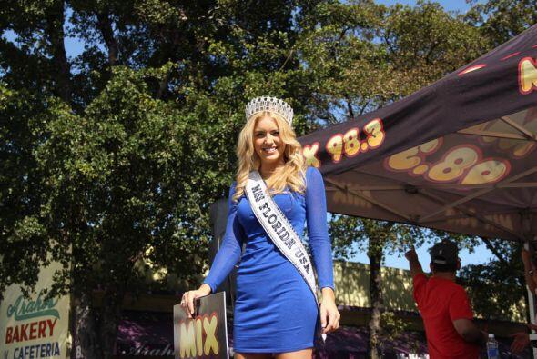 Miss Florida hizo parte de la carroza de Mix 9-8!