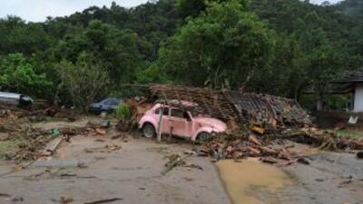 La lluvia fuerte al final del viernes provocó un letal deslizamiento de...