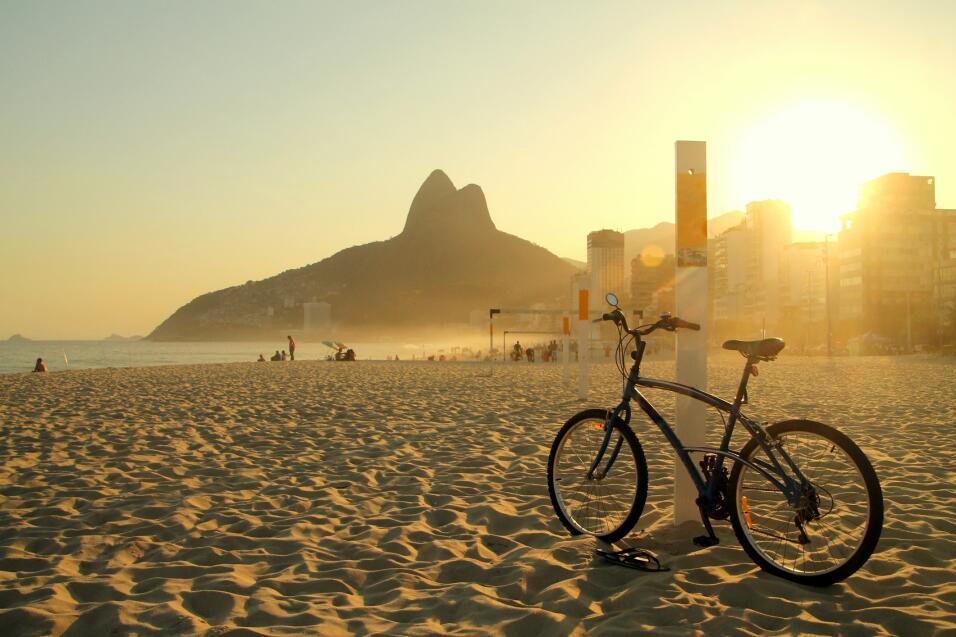 Caminar o andar en bicicleta, ¿qué es mejor ejercicio? iStock-483076252.jpg