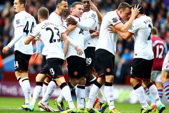 Rafael también era felicitado por Phil Jones debido a la asistencia que...