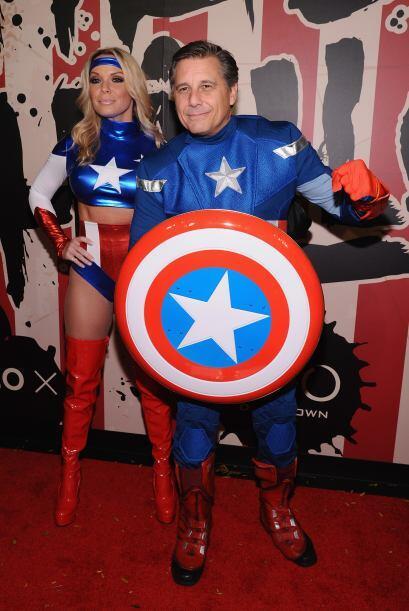 El fotógrafo  Kevin Mazur llegó como el Capitán América.