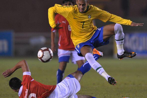 La estrella del Santos de Brasil comanda la serie goleadora con siete go...