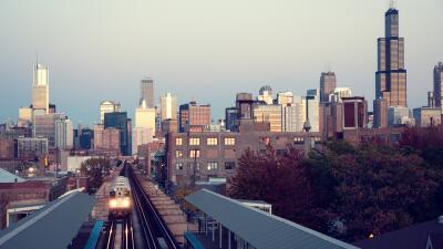 El skyline de Chicago, mirado desde la línea verde, cuyos trenes...
