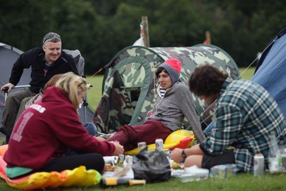 Casas de campamento para poder ver la final entre el suizo Roger Federer...