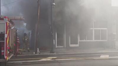 Captado en cámara: bombero herido durante un incendio