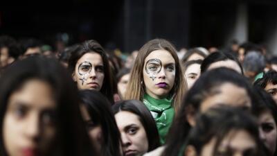 """La posible despenalización del aborto en Argentina, una """"ola verde"""" a la que mira la región"""