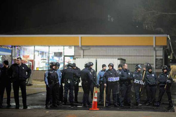 Las protestas fueron más tranquilas que la noche anterior, cuando unas 3...