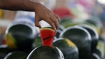 Brote de salmonela vinculado a frutas cortadas afecta al menos a 60 personas en EEUU