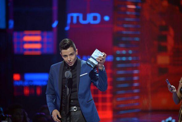 Luis Coronel se llevó a casa el premio en la categoría Mi Artista Region...
