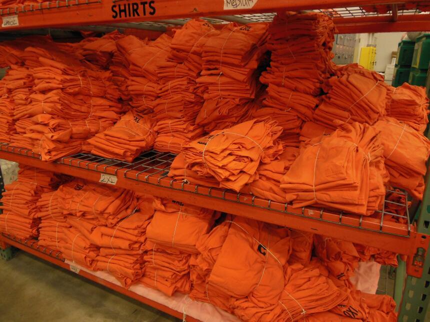 Los nuevos uniformes de los reclusos del sheriff del condado Maricopa st...