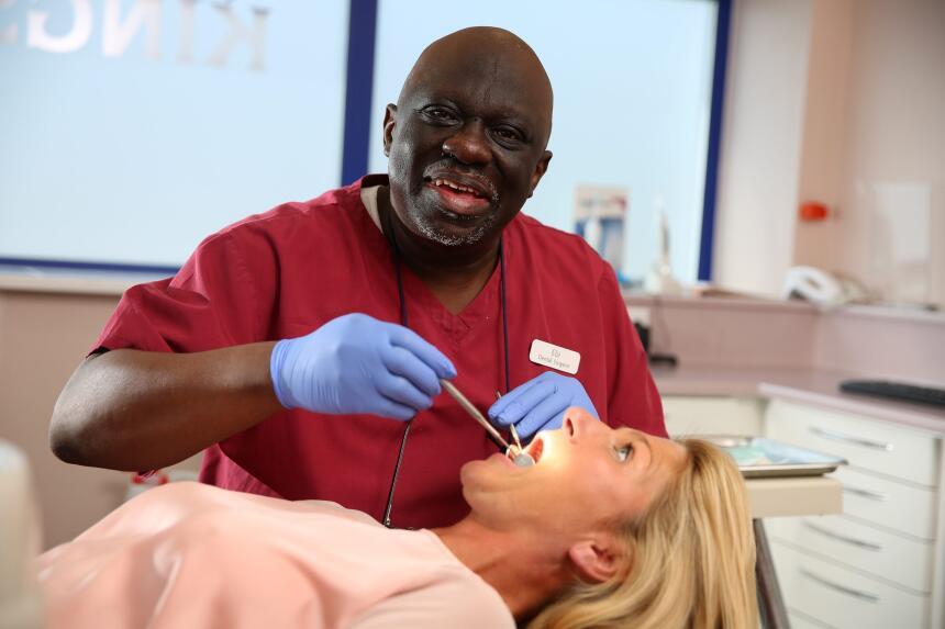 Él es dentista y cantante