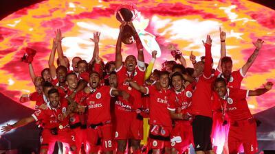 Con gol de Raúl Jiménez, Benfica se llevó Supercopa de Portugal
