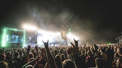 Dos ancianos se fugan de un geriátrico para asistir al mayor festival de música heavy metal del mundo