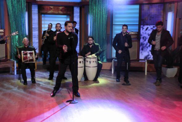 Para finalizar el programa con mucho ritmo, el cantante de merengue, Man...