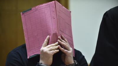 Imágenes del enfermero Niels Hoegel durante el juicio llevado a cabo en...