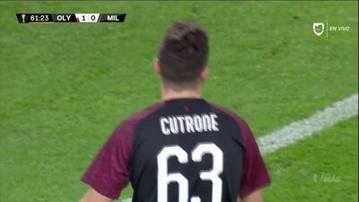 Tiro desviado de Patrick Cutrone