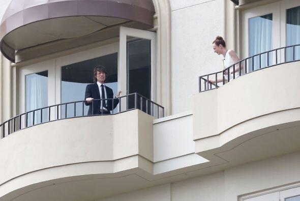Antes de ir al cementerio, se vio a Mick Jagger en el balcón de su hotel...