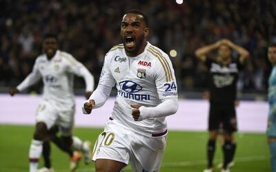 Alexandre Lacazette llegó a 17 goles en la actual Liga francesa