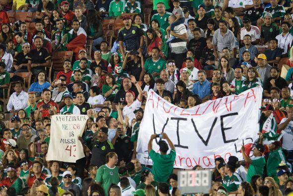 La mayoría de la afición era mexicana en el estadio y se v...