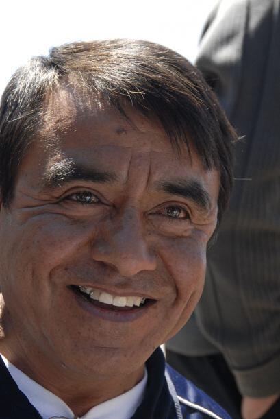 Su padre, José 'Olivaritos' Morales, sigue paso a paso el trabajo...