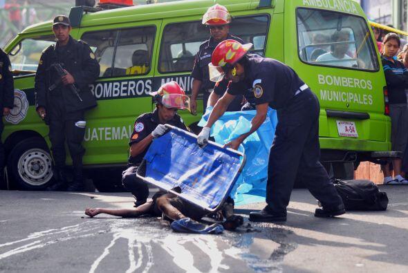 Un hombre, presuntamente contratado por un tercero, fue linchado y quema...