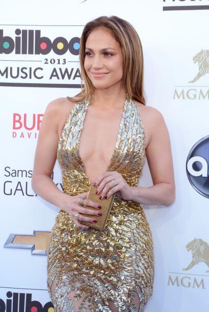 Jennifer Lopez también es partidaria de usar escotes y así lo demostró d...