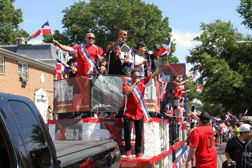 Celebra La X en el Desfile Dominicano en NJ IMG_1926.JPG