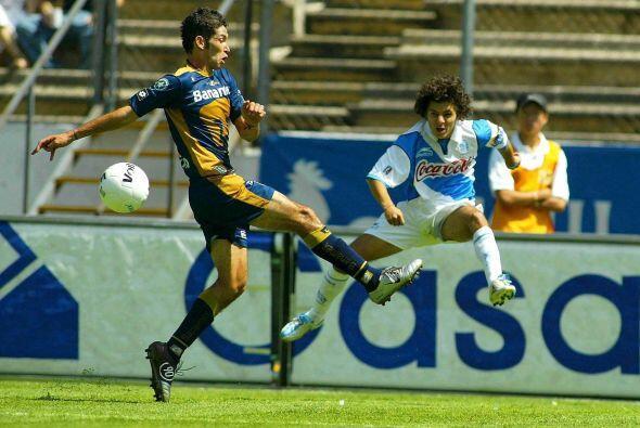 Debutó en el Torneo Verano 2002 con Universidad Nacional Autónoma de Méx...