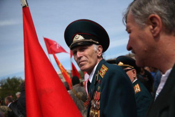 Mientras tanto, en Ucrania se vivió tensión por los pro rusos que desfil...