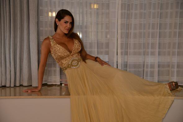 Y este vestido dorado fue una de las opciones.