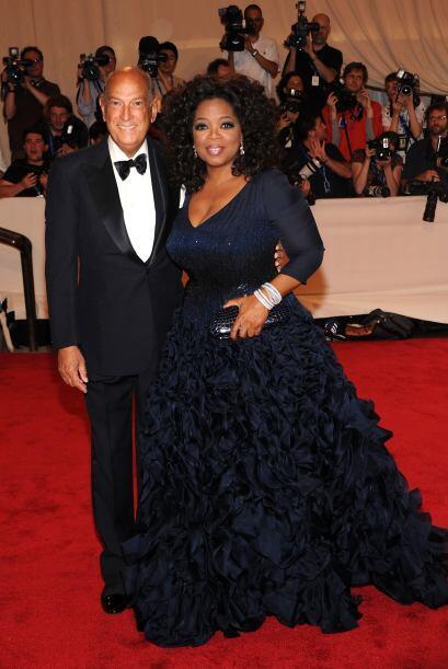 """Oprah con """"scar de la Renta en la gala del MET en mayo de 2010.   M..."""