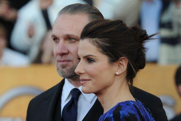 La actriz Sandra Bullock, se separó del motorista Jesse James, quien man...