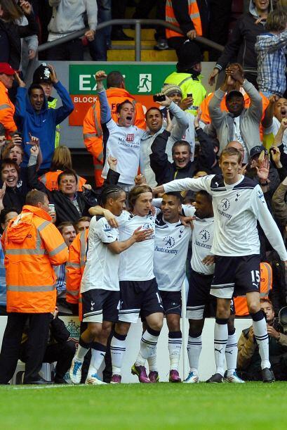 Los 'Spurs' se fueron arriba en el marcador con un tanto de Rafael van d...