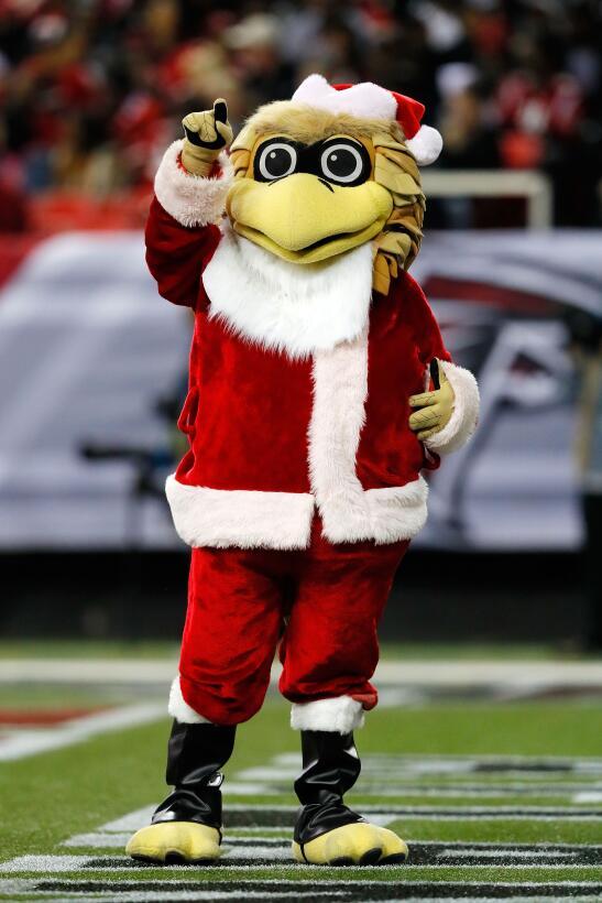 La Navidad y el colorido se toman la fiesta de la NFL GettyImages-630219...
