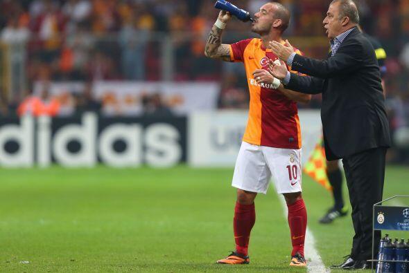 Tras ganar la Liga turca y la Supercopa con el Galatasaray en 2013, Fati...