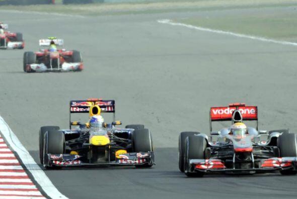 El momento en que se definió el resultado de la carrera con el pase de H...