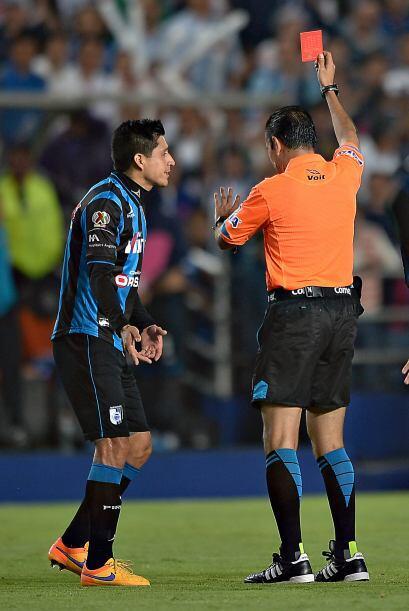 Ya con dos goles en contra, a Gallos Blancos se le complicó más con la e...
