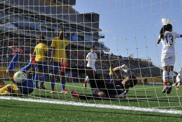 La legendaria artillera brasileña Cristiane abrió el marcador a los 4 mi...