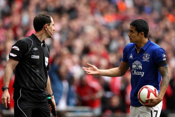 Los jugadores 'Toffees' reclamaban al árbitro como si aspiraran a que un...