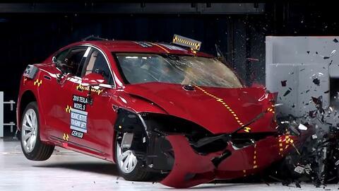 En Video Crash Test del Tesla Model S 2016