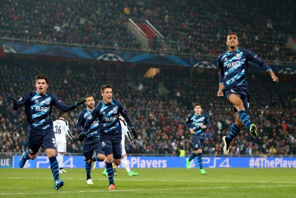 En el otro duelo de la jornada, Oporto rescató el empate en un partido q...