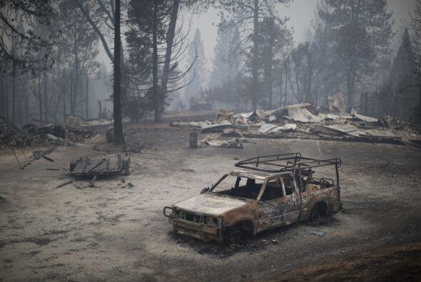 Los restos de un camión quemado cerca de San Andreas, California.