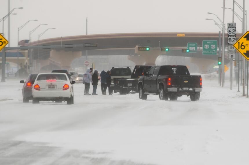 Desastres en varios estados por tormentas, lluvias y nieve nevada-texas4...