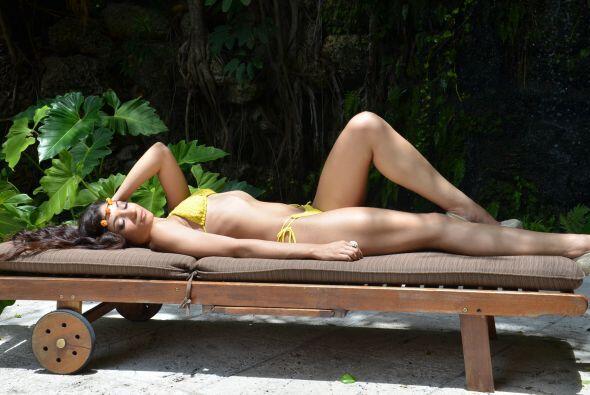 Bajo el sol sueña con convertirse en una modelo y acrtiz exitosa,...