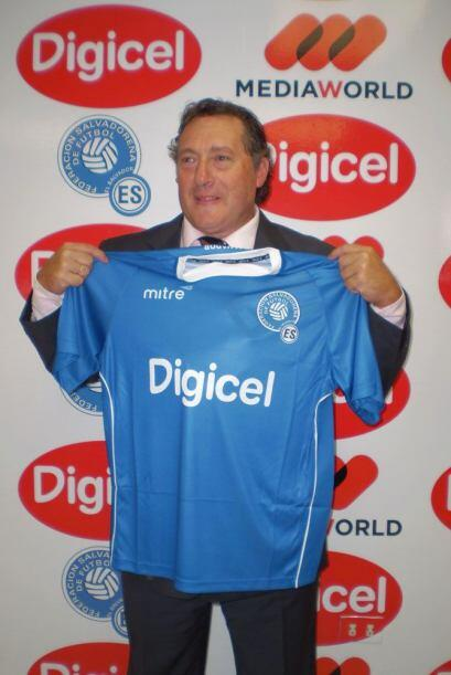 El uruguayo Rubén Israel fue presentado como nuevo entrenador de El Salv...