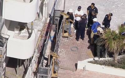 Trabajador de construcción resultó gravemente herido tras caer de un sép...