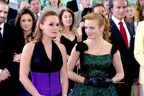 """""""Roberta"""" y """"Renata Monterrubio"""" de """"Cuando Me Enamoro"""" parecían llevars..."""