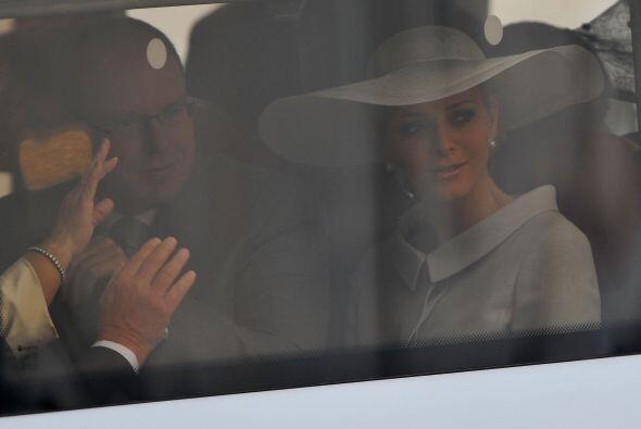 El Príncipe Alberto II de Mónaco acompañado de su esposa Miss Charlene W...