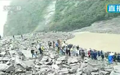 Un deslizamiento de tierra en China sepulta a unas 100 personas.